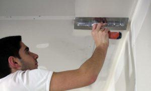 Правильная шпаклевка потолка под покраску своими руками