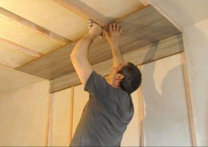 Как крепить ламинат на потолок и укладка своими руками
