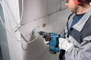 Как штробить стены под проводку подручным и профессиональным оборудованием?