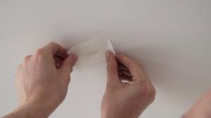 Как заделать дырку в натяжном потолке – устраняем оплошность своими руками