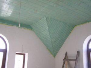 Техника покраски потолка из вагонки и выбор краски, цвета