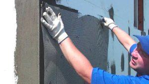 Отделка фасада мокрой штукатуркой – утепление дома своими руками