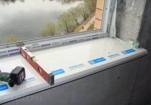 Установка подоконника на пластиковые окна – как сделать это быстро и правильно?