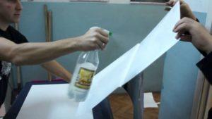 Как наклеить самоклеющуюся пленку на мебель без пузырьков?