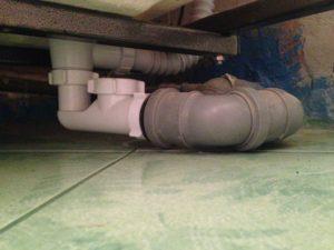 Почему в туалете пахнет канализацией – ищем и устраняем очаги зловоний