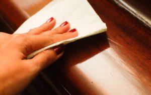 Как снять старый лак с мебели без помощи профессионалов?