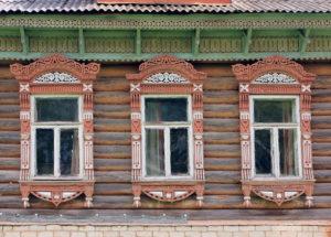Наличники на окна в деревянном доме – оригинальное украшение фасада