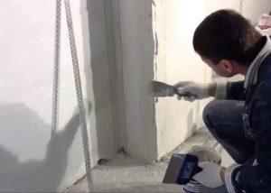 Как выровнять углы стен перфорированным углом и штукатуркой