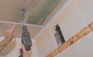 Как приклеить панели ПВХ на потолок и видео крепления