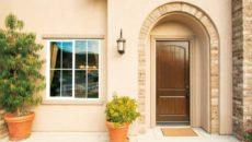 Выбираем уличные двери в частный дом – что поставить на входе