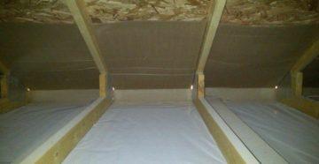 Какой стороной и как правильно укладывать пароизоляцию на потолок