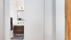 Двери в ванную – подбираем долговечную, практичную и стильную конструкцию