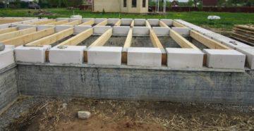 Фундамент для дома из газоблоков – подбираем вариант по карману и возможностям