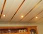 Потолок из пластиковых панелей – выглядит по-европейски, доступность отечественная