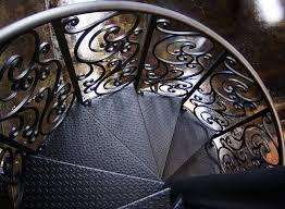 Преимущества металлических лестниц